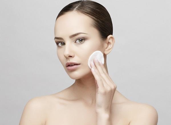 Phụ nữ có nên cạo lông mặt không